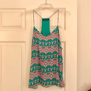 🆕 NWOT Small Green and Dark Pink Top 💚💗